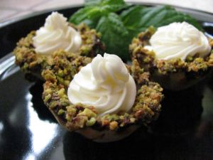 Cakes of pistachio and cream cheese