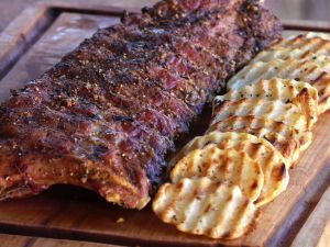 Pepper ribs with wavy potatoes