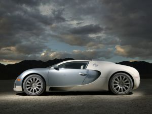 Side view of the Bugatti Veyron