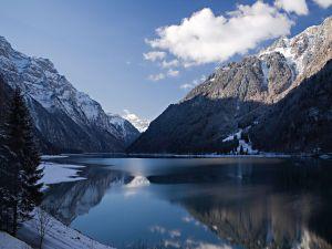 Klöntalersee Lake, in the Canton of Glarus, Switzerland