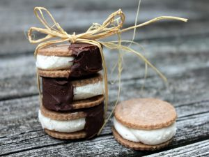 Biscuits filled with cream and chocolate