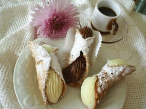 Vanilla and chocolate cannoli