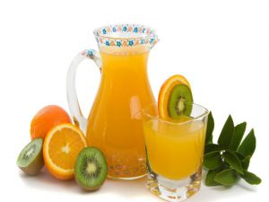 Natural juice of orange and kiwi