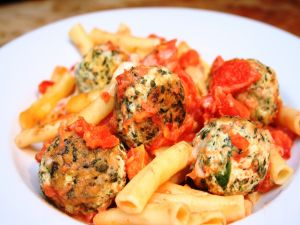 Macaroni with chicken meatballs