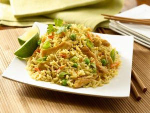 Rice with chicken and lime to the oriental style
