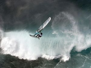 Windsurfing with much waves