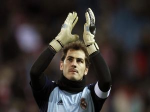 Iker Casillas applauding to the public