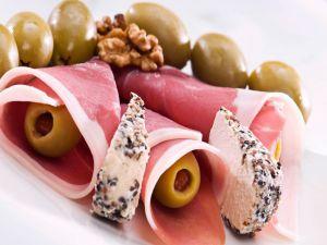 Olivas, ham, cheese and walnuts