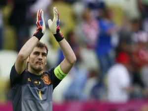 Iker Casillas applauding