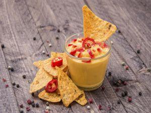 Cheese with chili and nachos