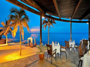Romantic dining by the sea
