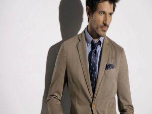 Andrés Velencoso with necktie