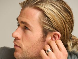 Chris Hemsworth with ring