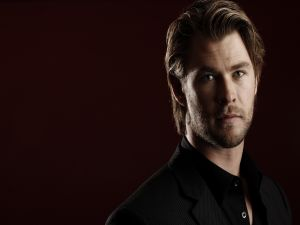 Chris Hemsworth with jacket and black shirt