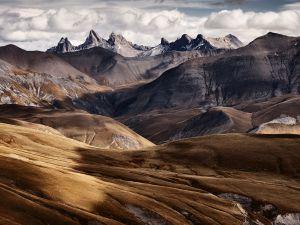 Arid mountains