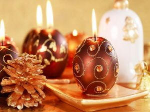Sphere shaped candles for Christmas dinner