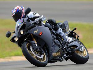 Yamaha R1 piloted