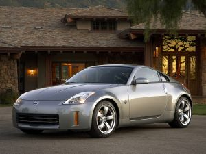Nissan 350Z, in the house door