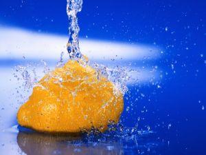 Water jet on a lemon