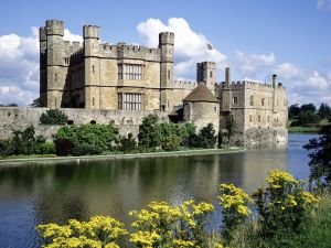 Leeds Castle and the Led river, in Kent (England)