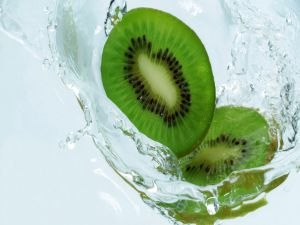 Kiwifruit slices in water
