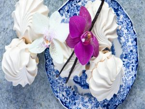 Exquisite marshmallows decorated with orchids