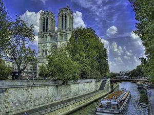 Seine River as it passes through Notre Dame