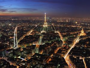 Night view of the city of Paris
