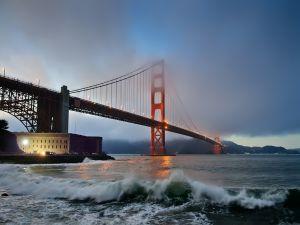 The San Francisco bridge seen from shore
