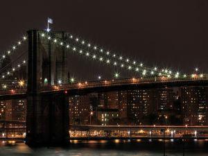 The Brooklyn Bridge illuminated in night