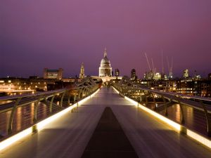 People walking on the Millennium Bridge (London)