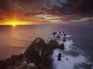 Last rays of sun on the sea