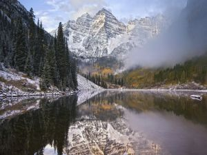 Freshly fallen snow on the lake