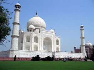 People visiting the Taj Mahal