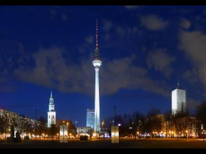 Night view of the Berliner Fernsehturm, Berlin