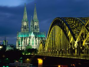 Night view of the Hohenzollern bridge and Cologne Cathedral