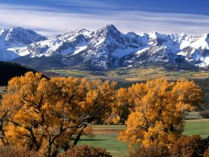 The autumn color next the mountains