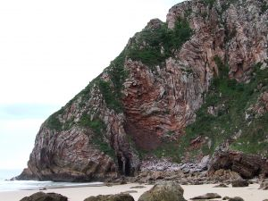Rock wall in Ballota Beach (Asturias)