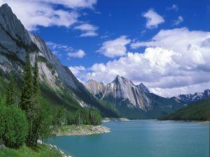 A large lake between mountains