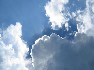 The sun hidden between the clouds