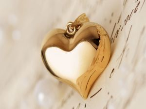 Golden pendant with shape of heart
