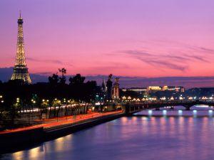 Night on the Seine river, Paris