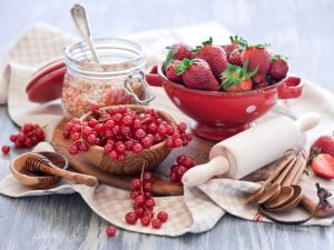 Red fruits and honey